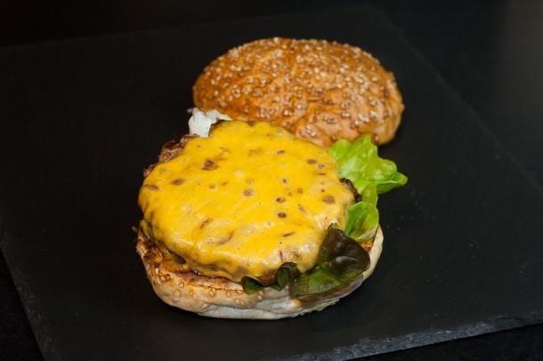 Burger von der Plancha mit Whiskey Sauce (006 von 008)
