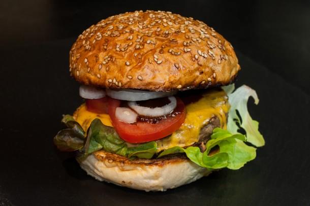 Burger von der Plancha mit Whiskey Sauce (007 von 008)
