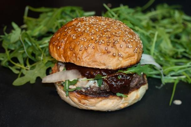 Burger von der Plancha mit Whiskey Sauce (008 von 008)